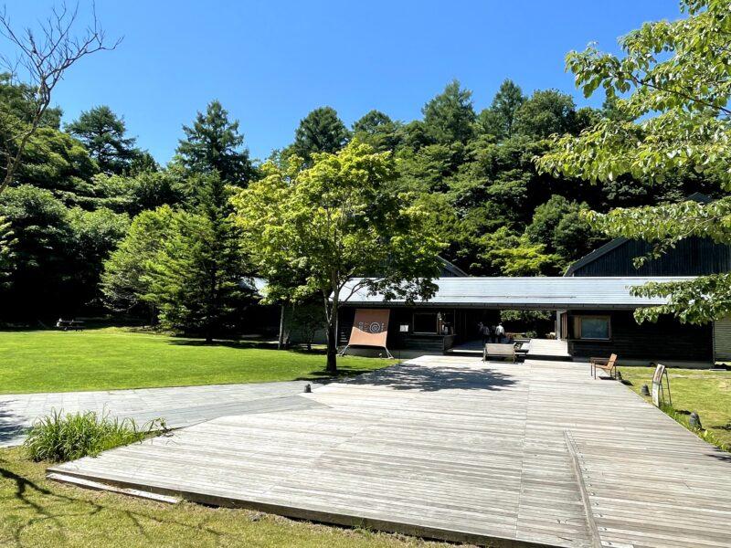軽井沢の夏空と星野温泉トンボの湯